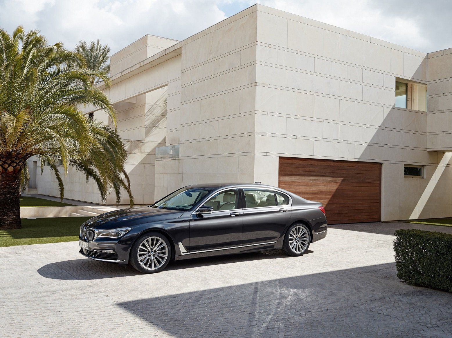 Sneak Peek on The sixth generation of BMW 7 series!
