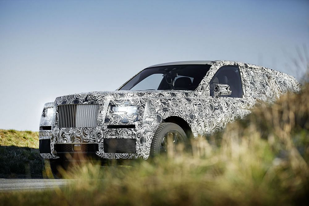 The Rolls-Royce 2018 Cullinan needs to be a supervillain's car immediately!